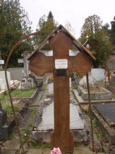Могила Ирен де Юрша на кладбище Сент-Женевьев де Буа под Парижем