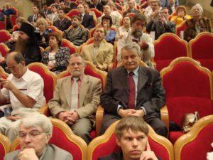 Со своим другом бывшим послом Югославии в СССР Бориславом Милошевичем, братом убитого в Гааге Президента Югославии Слободана Милошевича. На заседании Всемирного Русского народного Собора, незадолго до его смерти.