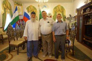 С Александром Прохановым в гостях у своего друга, Верхового муфтия, председателя Центрального духовного управления мусульман России Шейха уль-Ислам Талгата-Сафы Таджуддина.
